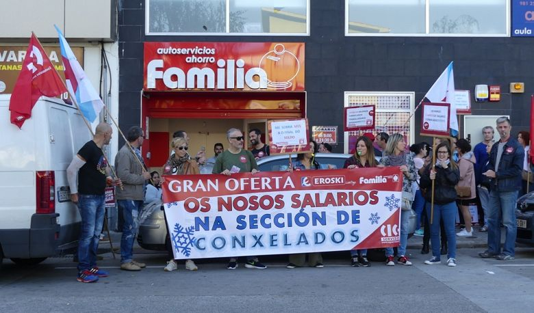 Familia-Eroski: cinco anos cos salarios conxelados e coas peores condicións laborais do sector